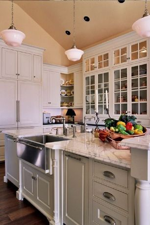 Traditional Kitchen with Breakfast bar, Hardwood floors, Kitchen island, High ceiling, Pendant light, Farmhouse sink