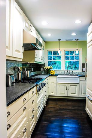 Traditional Kitchen with Ceramic Tile, Flush, full backsplash, European Cabinets, L-shaped, Wall Hood, Paint 1, Pendant light