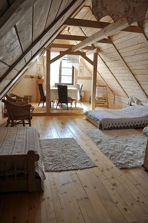 Cottage Guest Bedroom with Reclaimed wood flooring, Daybed, Wicker furniture, Shag area rug, Lace valance curtains