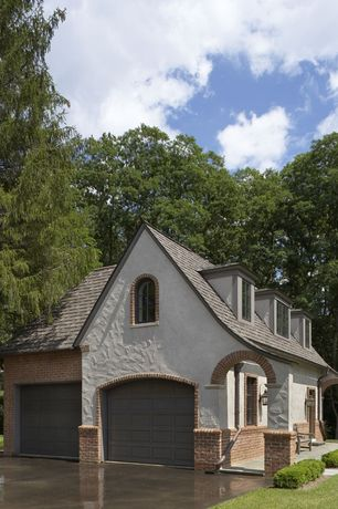 Traditional Garage with High ceiling