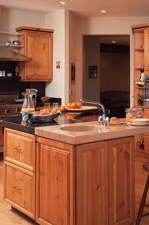 Country Kitchen with Breakfast bar, Simple granite counters, Undermount sink, High ceiling, U-shaped, Kitchen island