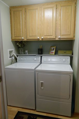 Traditional Laundry Room with Built-in bookshelf, Undermount sink, Paint, Standard height, laundry sink, Hardwood floors