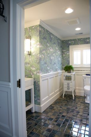 Traditional 3/4 Bathroom with Wall sconce, interior wallpaper