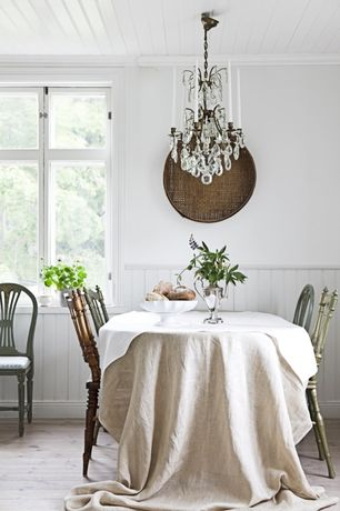 Traditional Dining Room with Chandelier, Wainscotting, Rough linen: table cloth in smooth linen, Standard height, Casement