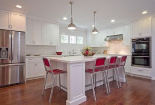 Contemporary Kitchen with L-shaped, Simple marble counters, Crown molding, Kitchen island, Laminate floors, White gloss