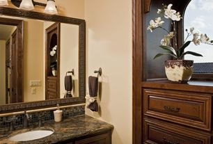 Traditional Full Bathroom