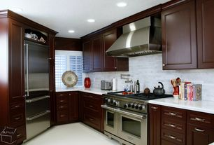 "Traditional Kitchen with 48"" gas range - 4 burners, infrared charbroiler and infrared griddle gr484cg, Subway Tile, L-shaped"