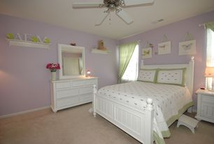 Traditional Kids Bedroom with Ceiling fan, no bedroom feature, Carpet, Standard height, specialty window
