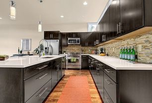 Modern Kitchen with Paint 1, Kitchen island, Undermount sink, gas range, Pendant light, Standard height, wall oven
