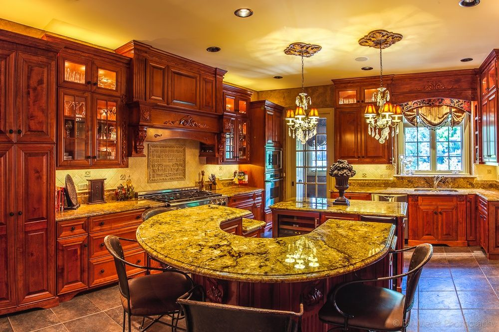 Breakfast Bar, Chandelier, Custom Hood/Ventilation, French, Glass Panel, Granite - complex, Island, Limestone, Normal (2.7m), Raised Panel, Slate, Stone, Traditional, U-Shaped, Undermount, Wine Refrigerator (around 30-48 bottles)