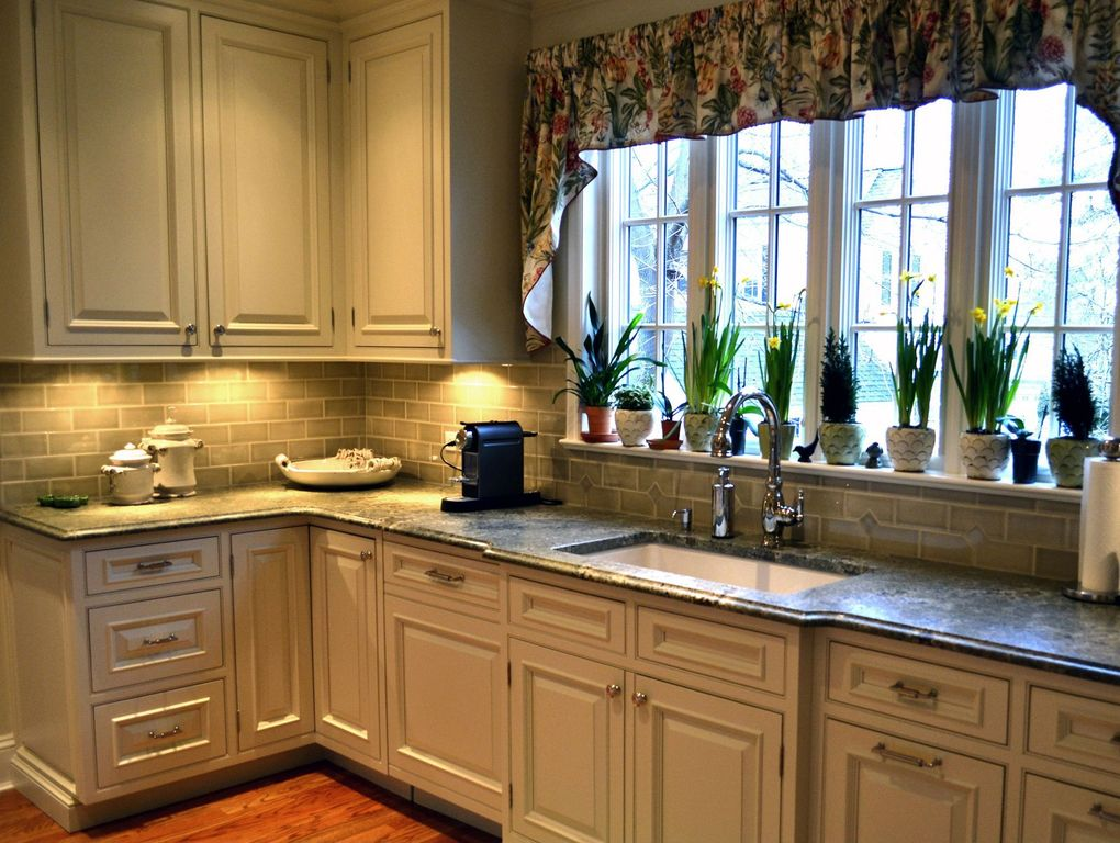 Country Kitchen with MS International Virginia Mist Granite, Dura Supreme Cabinetry Chapel Hill Classic, full backsplash