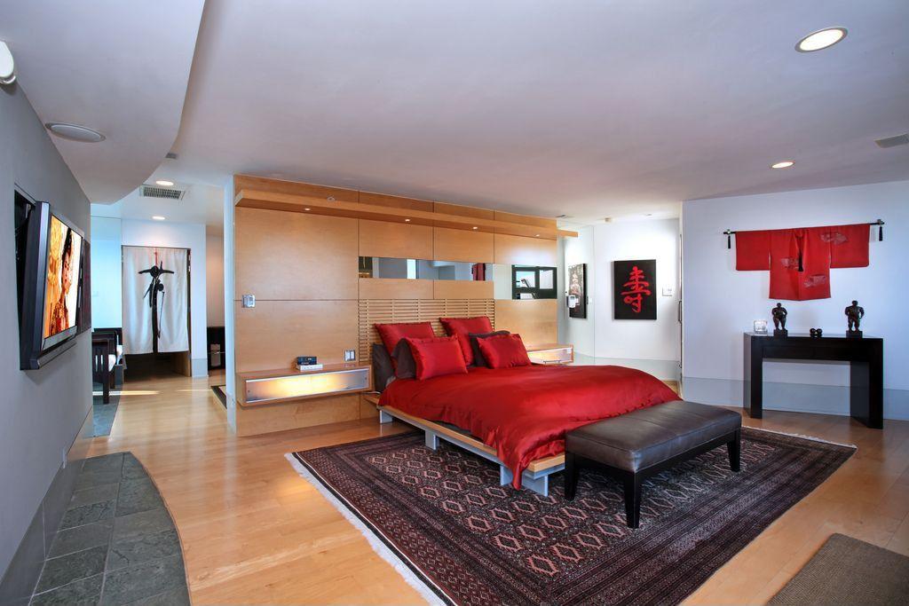Modern Master Bedroom with Hardwood floors, Standard height, can lights, Built-in bookshelf