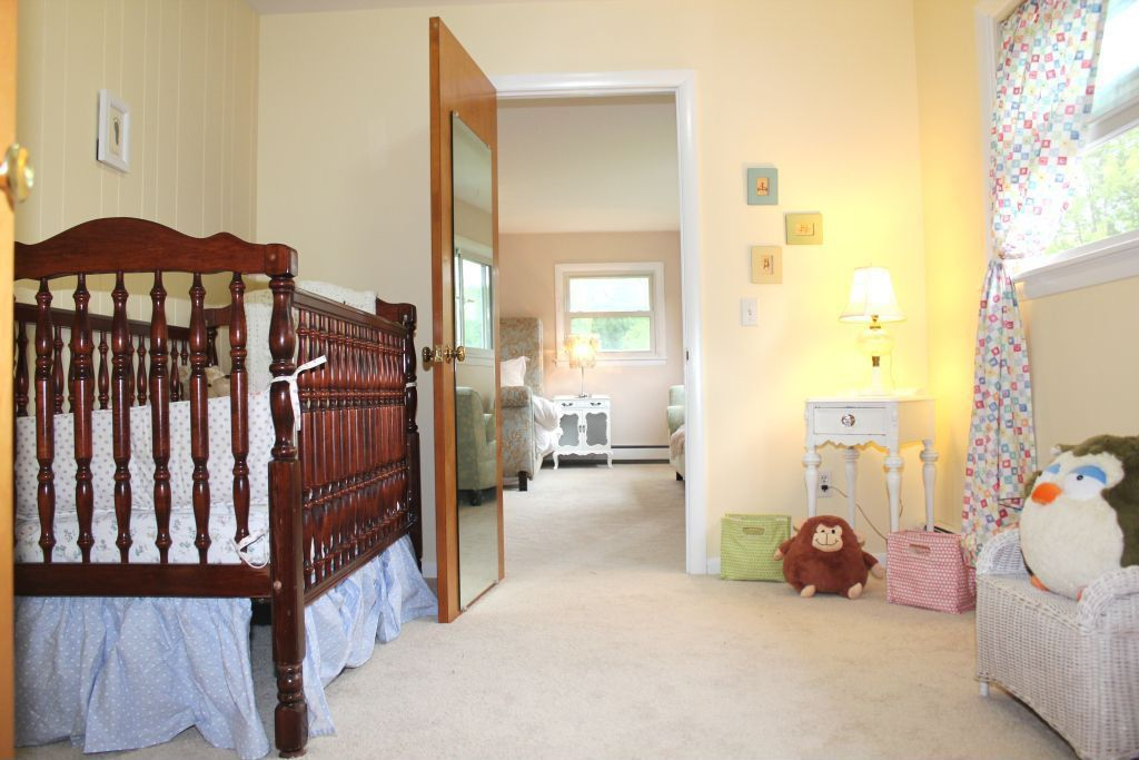 Traditional Kids Bedroom with flat door, Carpet, double-hung window, interior wallpaper, Standard height, no bedroom feature