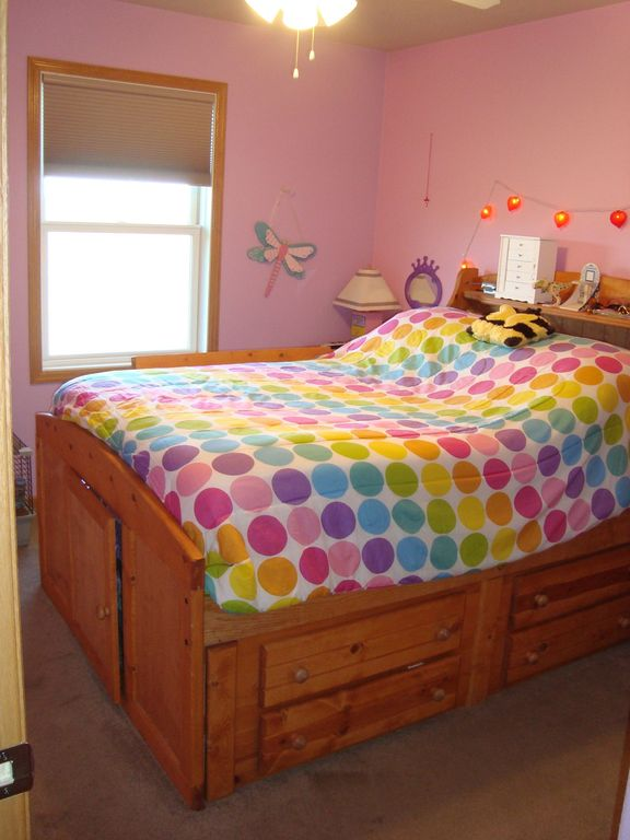 Craftsman Kids Bedroom with no bedroom feature, Carpet, Ceiling fan, double-hung window, Standard height