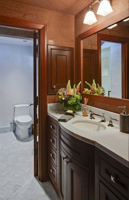 Traditional 3/4 Bathroom with Powder room, Built-in bookshelf, Undermount sink, Simple marble counters, partial backsplash