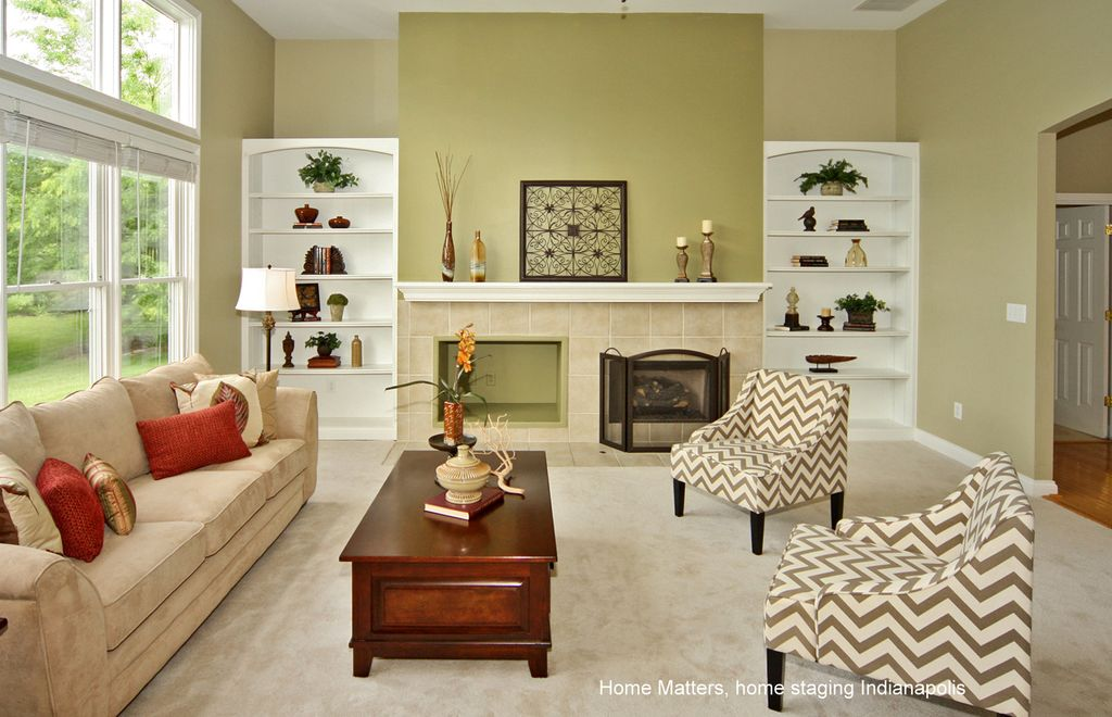 Traditional Living Room with Built-in bookshelf, Traditional wood coffee table, Mini blinds, Floor lamp, High ceiling, Carpet