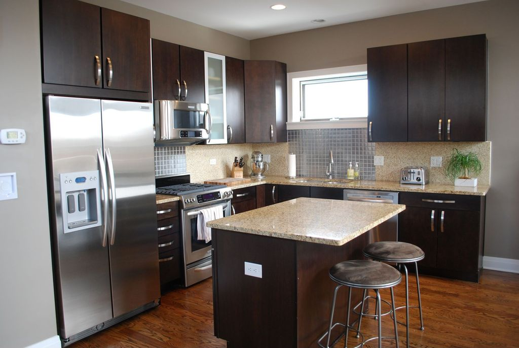 Contemporary Kitchen With Breakfast Bar Kitchen Island In Chicago Il Zillow Digs