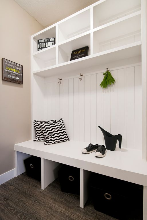 Contemporary Mud Room with Dark cherry stain finish, Hardwood floors, High ceiling, Built-in bookshelf, Mudroom bench, Paint