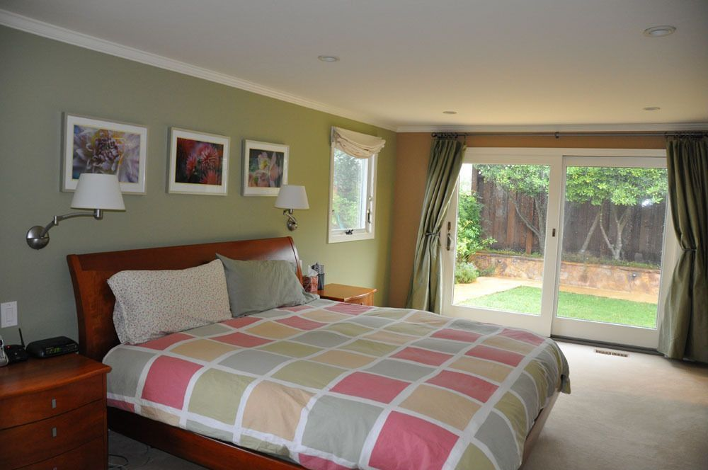 Contemporary Guest Bedroom with can lights, Carpet, Standard height, sliding glass door, double-hung window