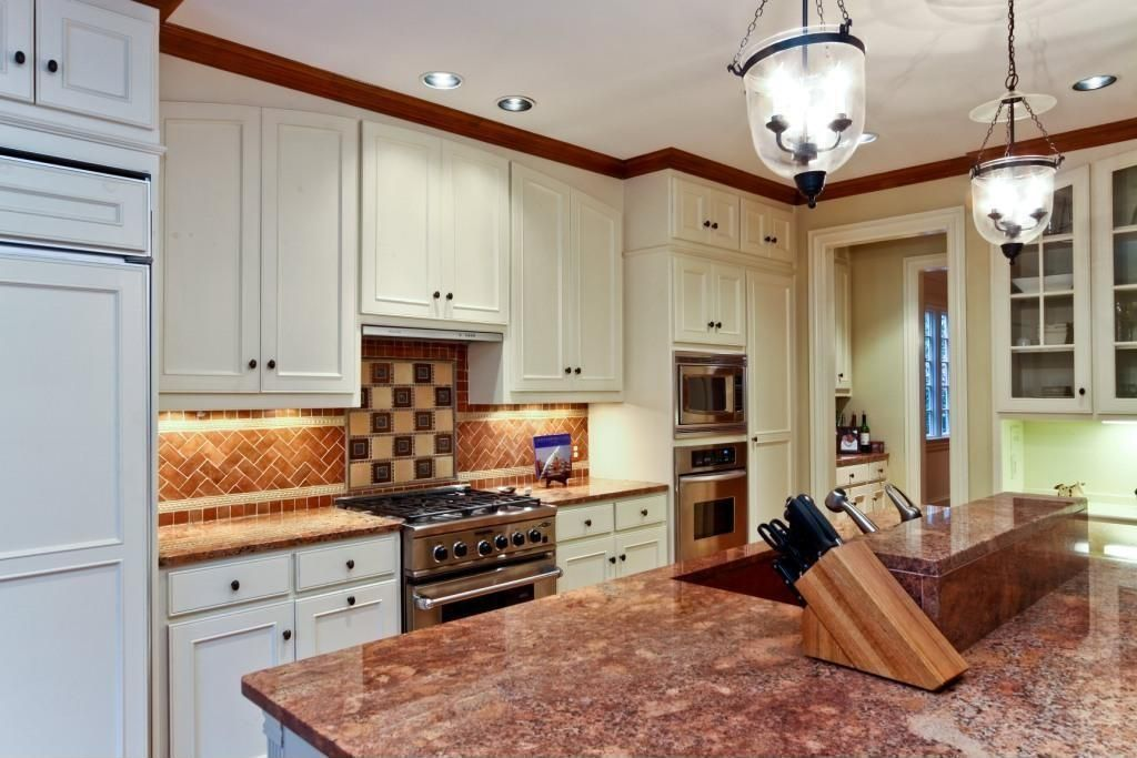 Traditional Kitchen with full backsplash, Standard height, can lights, Pendant light, Simple granite counters, Crown molding