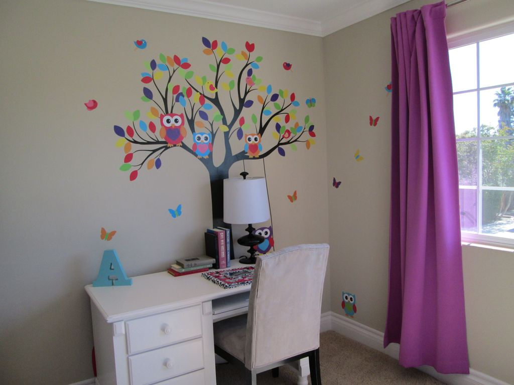 Traditional Kids Bedroom with Crown molding, Standard height, picture window, no bedroom feature, Mural, Carpet
