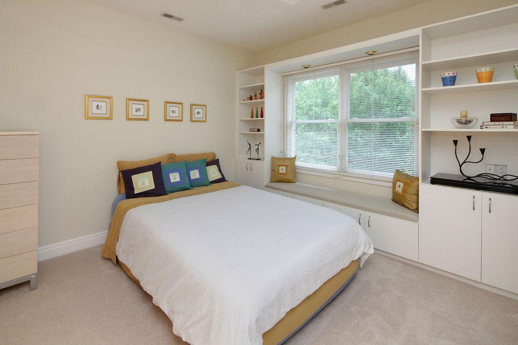 Modern Guest Bedroom with can lights, Carpet, Standard height, Built-in bookshelf, Casement