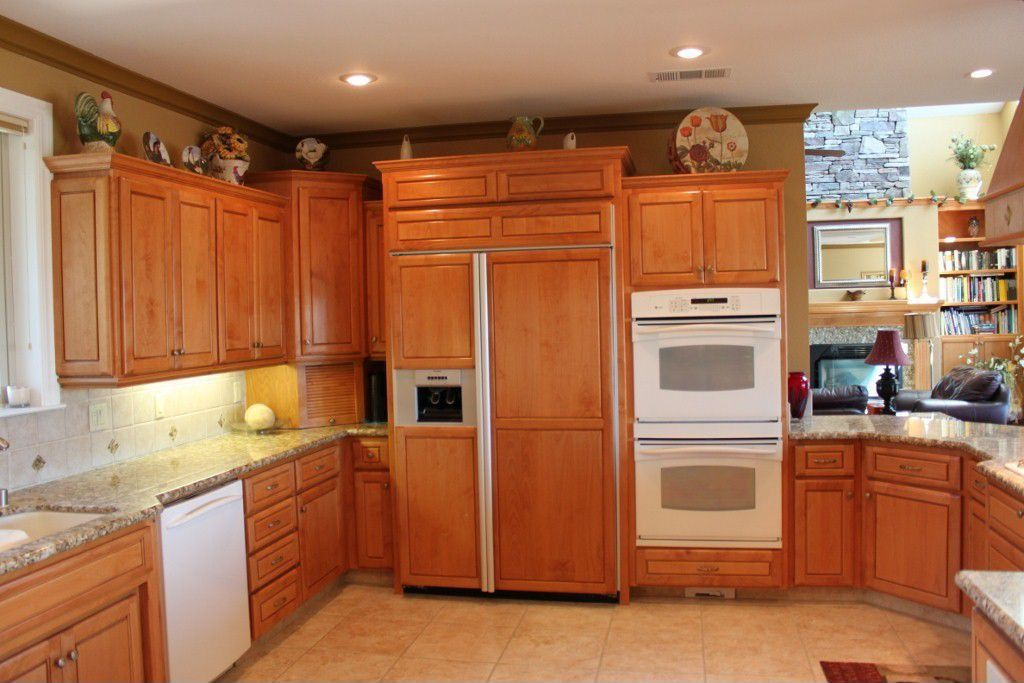 Traditional Kitchen with can lights, Simple granite counters, Standard height, double wall oven, Undermount sink, Stone Tile
