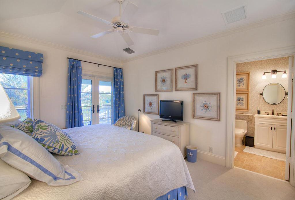 Traditional Master Bedroom with French doors, Ceiling fan, Crown molding, Carpet, Standard height, double-hung window