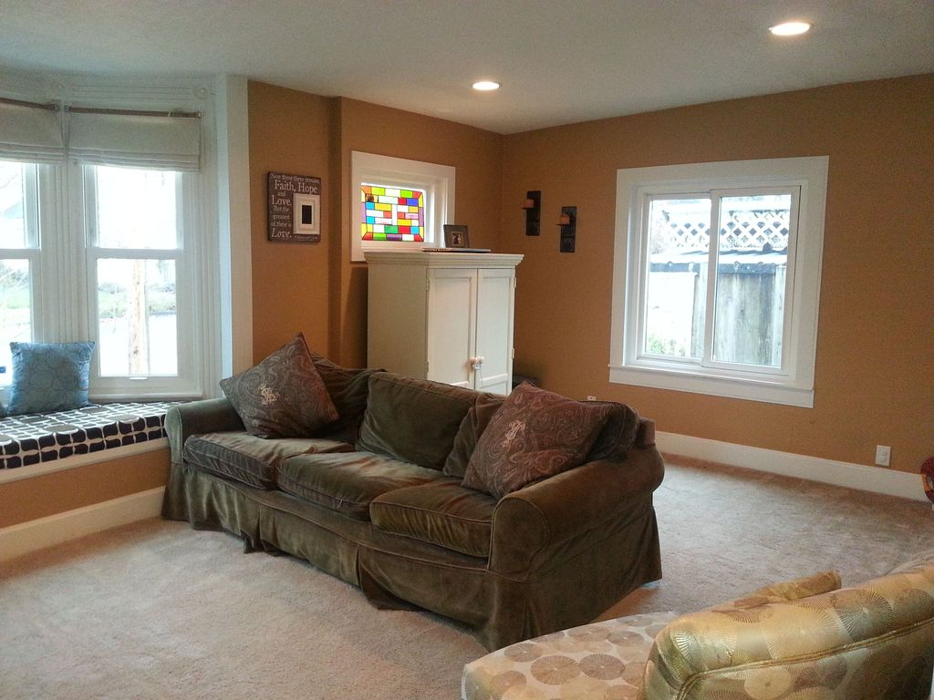Traditional Living Room with Window seat, Casement, Carpet, can lights, Stained glass window, double-hung window