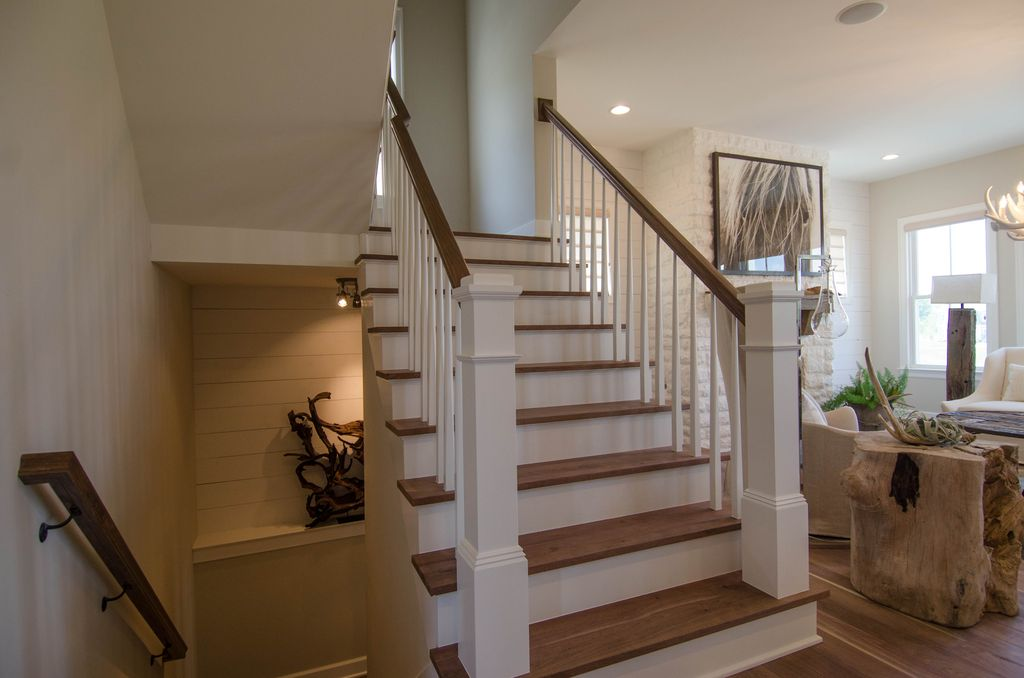Cottage Staircase with Standard height, curved staircase, Hardwood floors, Built-in bookshelf, can lights