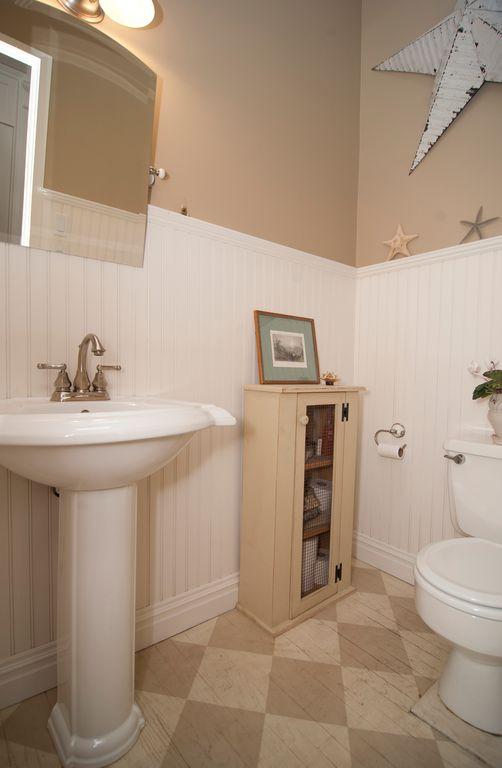 Cottage, Flat Panel, Flush, Hardwood, Normal (2.7m), Pedestal, Powder/Half Bath, Wainscotting, Wood