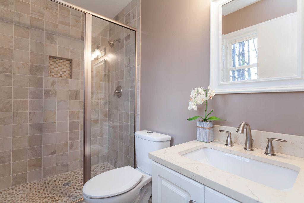 Bathroom vanity how to pick a bathroom vanity zillow digs for Zillow bathrooms