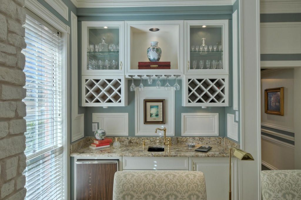 Bar with Built-in bookshelf, picture window, can lights, Standard height, Crown molding