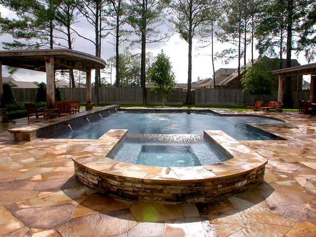 Traditional Swimming Pool with Fence, Fountain, Pool with hot tub