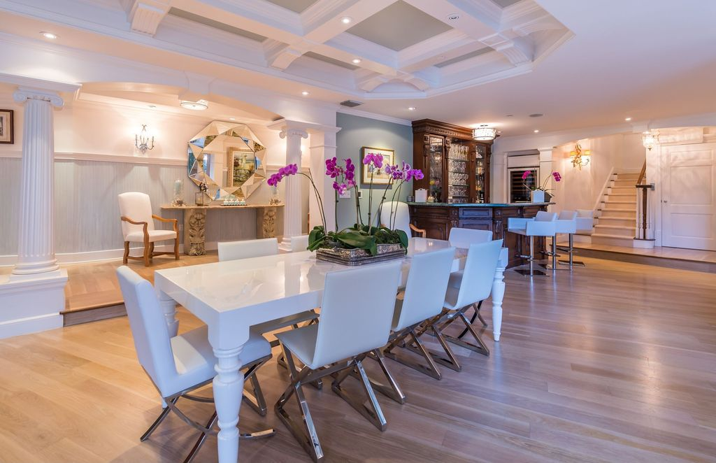 Eclectic Dining Room with Vig furniture bella - white lacquer dining table, Columns, Paint 2, Orchid, Crown molding, Paint
