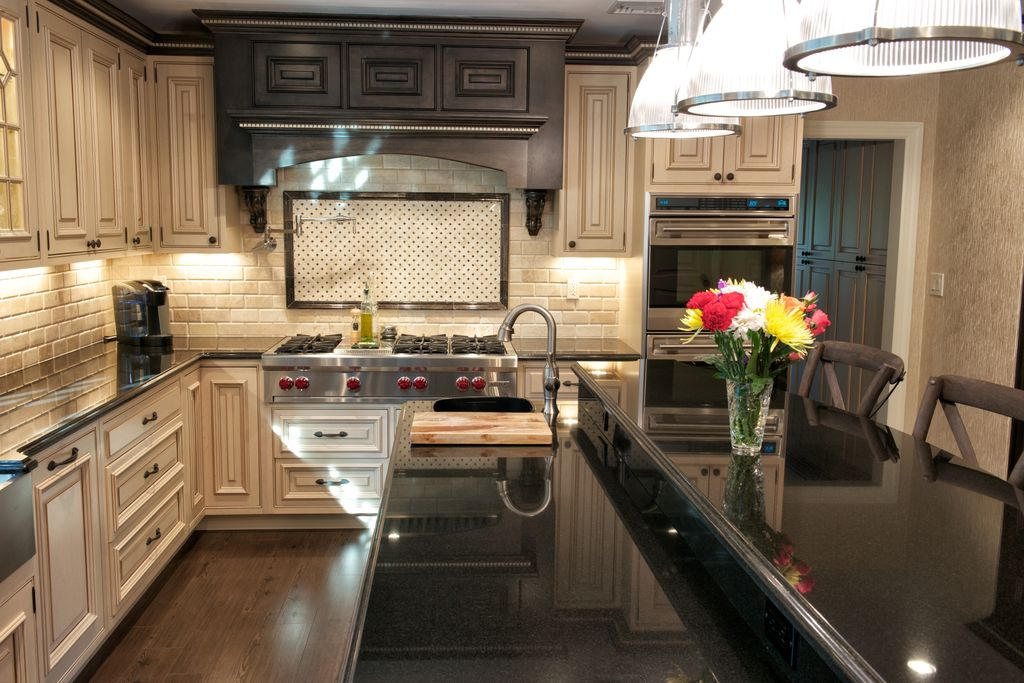 """Traditional Kitchen with Breakfast bar, Gas range top, Wolf 48"""" sealed burner rangetop - 6 burners and infrared griddle"""