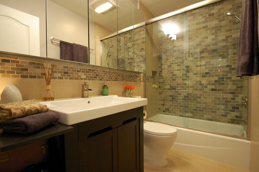 Great modern full bathroom zillow digs for Bathroom configurations