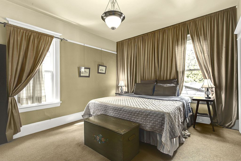 Traditional Master Bedroom with Floor to ceiling curtain, Paint 3, Paint, Standard height, Carpet, Storage chest, Nightstand