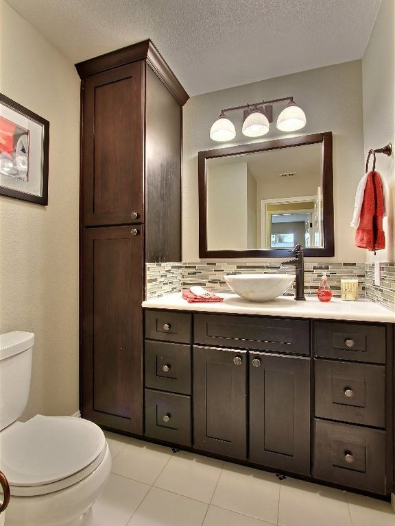 Modern Full Bathroom with Wall Tiles, six panel door, wall-mounted above mirror bathroom light, Flush, Standard height