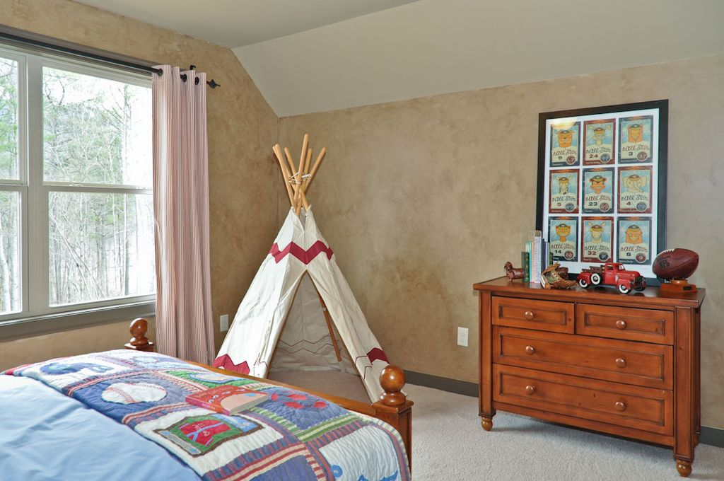 Country Kids Bedroom with interior wallpaper, Standard height, no bedroom feature, Carpet, double-hung window