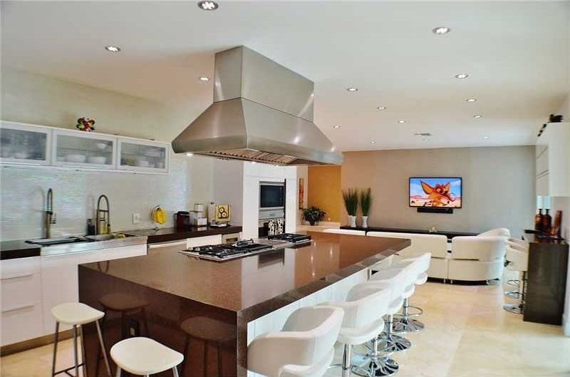 Contemporary Kitchen with Undermount sink, electric cooktop, Paint1, Pental MESA Quartz, One-wall, Breakfast bar, Glass panel