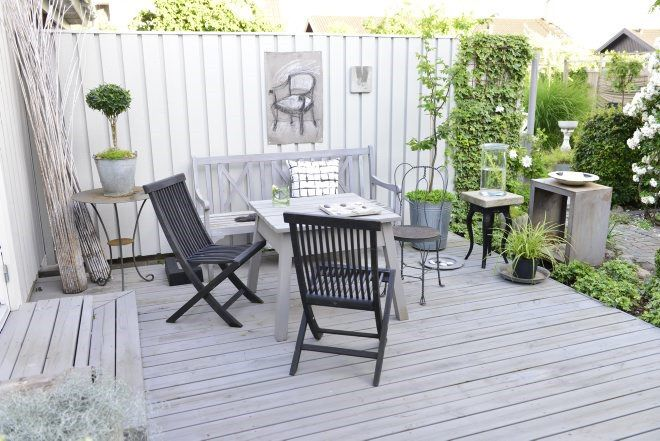 Traditional Deck with Fence, Bird bath, Painted deck