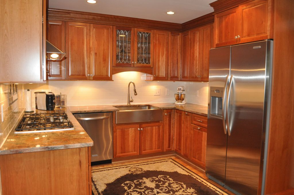 Traditional Kitchen with Built In Refrigerator, can lights, electric cooktop, Inset cabinets, Raised panel, Glass panel