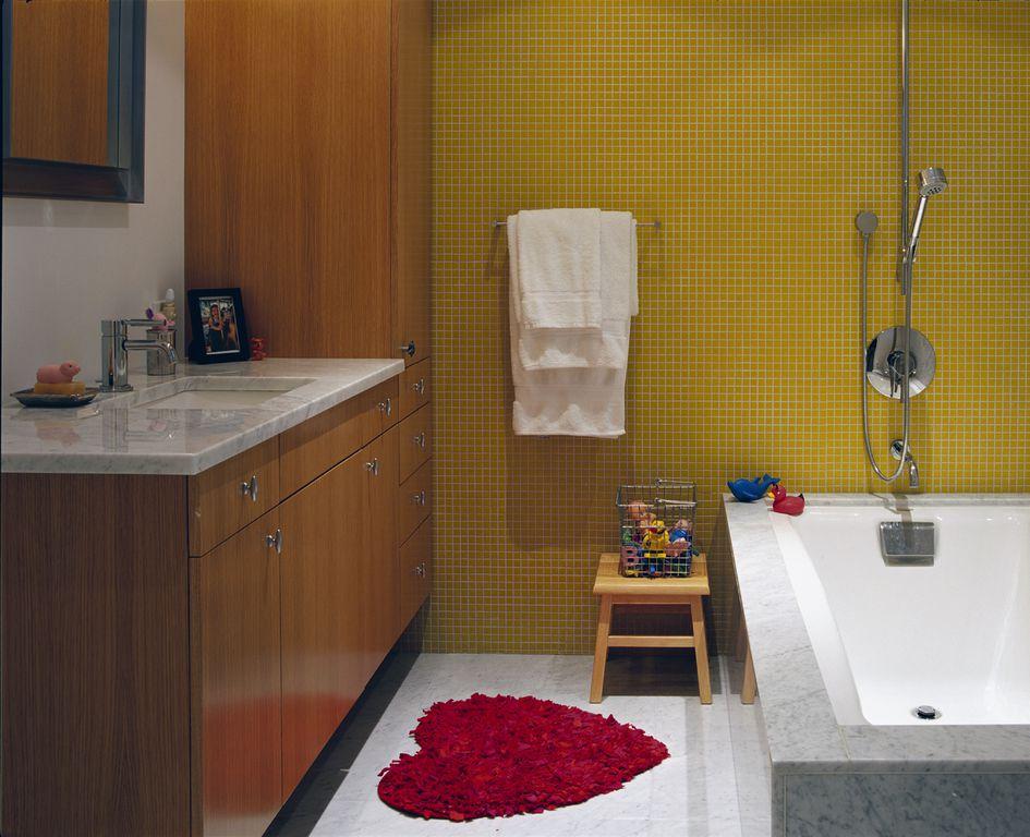 Modern Kids Bathroom With Tiled Wall Showerbath By Zdv