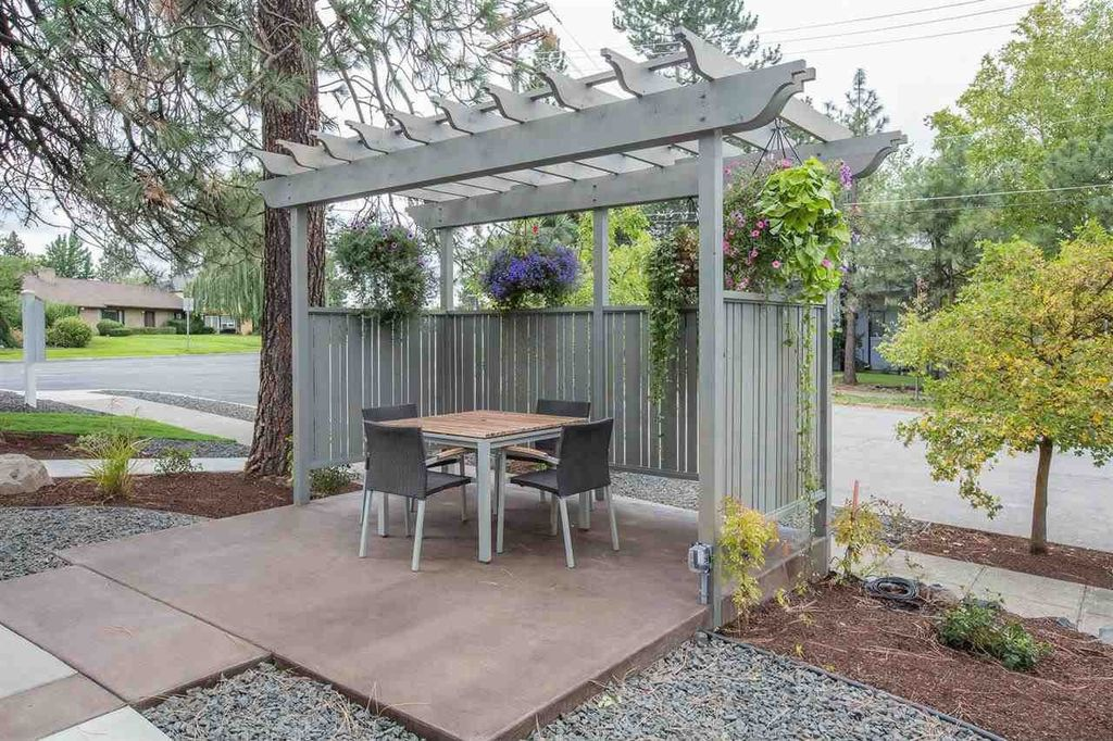 Traditional Patio with exterior tile floors, Pathway, Trellis