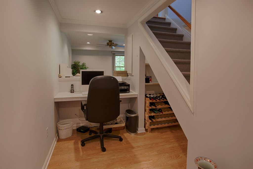 Traditional Home Office with Crown molding, Built-in bookshelf, Hardwood floors, Exposed beam, can lights, Standard height