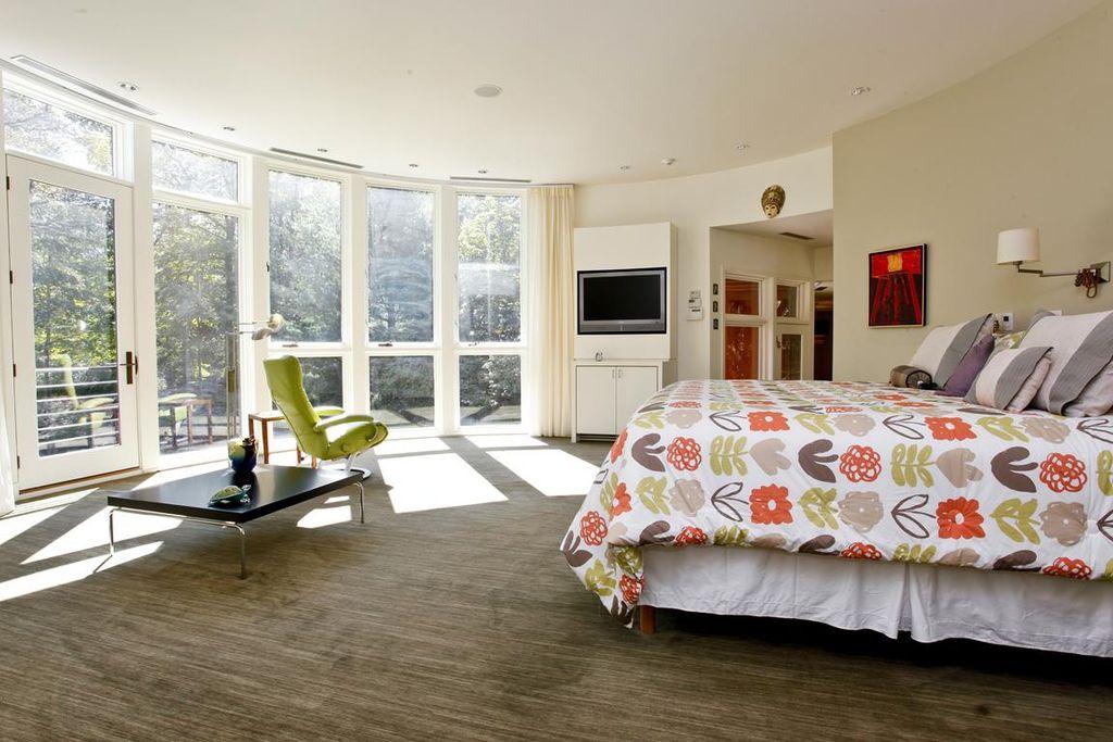 Modern Master Bedroom with can lights, picture window, Built-in bookshelf, bedroom reading light, Standard height, Carpet
