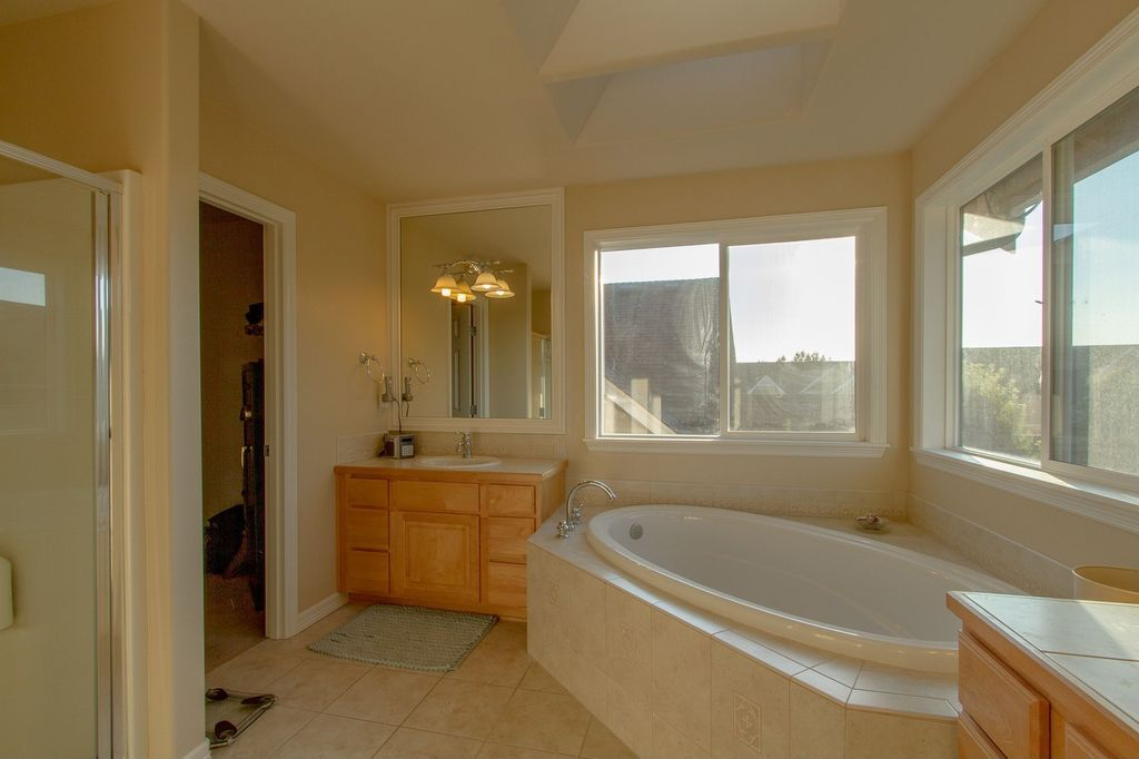 Great traditional master bathroom zillow digs for Master bathroom vaulted ceiling