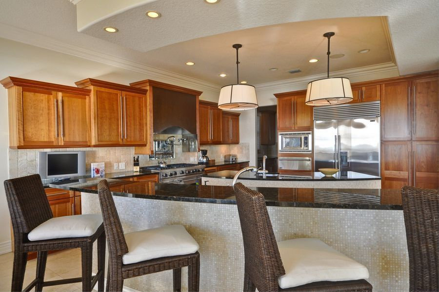 Traditional Kitchen with Undermount sink, large ceramic tile floors, double oven range, Large Ceramic Tile, warming oven