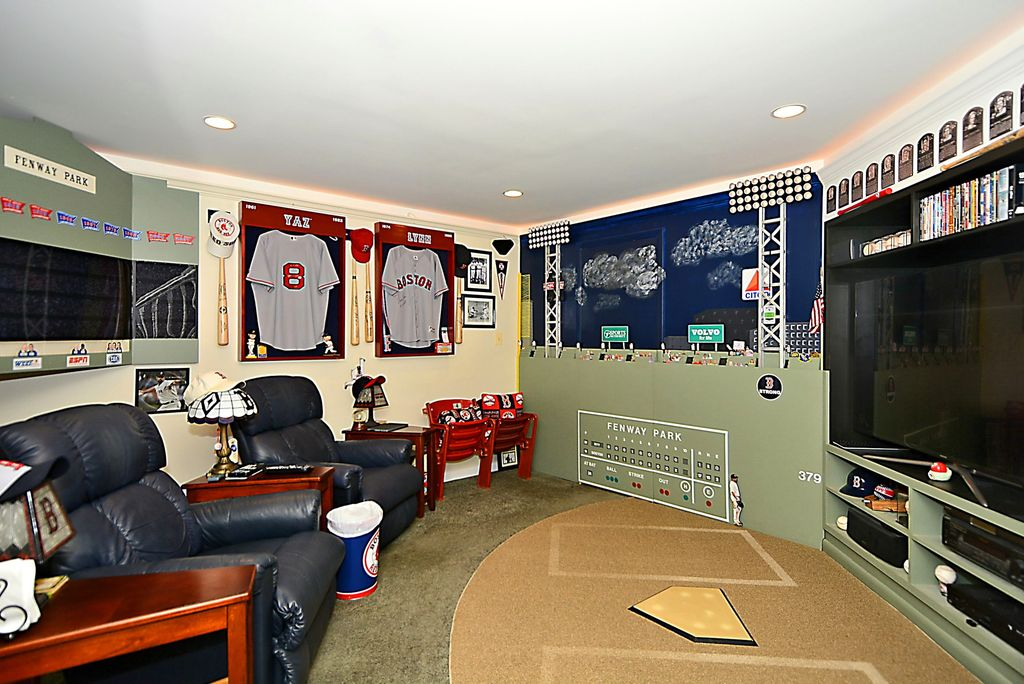 Photo via home on Zillow. Click to see on Zillow Digs.